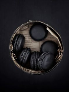 skinsoosoft: idareyoutobefashion: macaroons damn macaroons Float: My mum made me macarons this weekend! Black Magic, All Black, Total Black, Black Tie, Black Dark, Laduree Paris, French Macaroons, Chocolate Macaroons, Chocolate Ganache