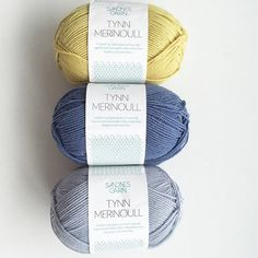 {K O F T E G A R N}☀️ jeg har gjort noe jeg aldri trodde jeg kom til å gjøre;kjøpe gult garn!! Men nå skal disse fargene få bli til ei klompelompekofte! #lillestrikk #strikking #strikkedilla #knitpics #knitinspo123 #knittersoftheworld #knittersofinstagram #yarnaddict