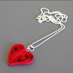 This little pendant is a great introduction to the art of paper quilling.