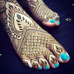"""#Nantucket feet! I'll be set up on Friday from 1-4 for drop in #henna at @townpool, be sure to come by before I hop back to #MarthasVineyard on Saturday!…"""