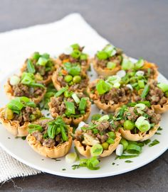 Mini Jamaican Beef Bites In Phyllo Shells = I really like Jamaican meat pies, but this would be a lot easier than working with dough! Healthy Appetizers, Appetizers For Party, Appetizer Recipes, Dinner Recipes, Jamaican Appetizers, Jamaican Recipes, Jamaican Cuisine, Easy Family Dinners, Cooking Recipes