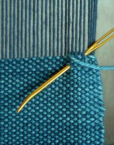 Finishing with Hemstitch - Weaving Tutorials - Knitting Crochet Sewing Embroidery Crafts Patterns and Ideas! Weaving Loom Diy, Inkle Weaving, Weaving Tools, Weaving Projects, Weaving Art, Tapestry Weaving, Hand Weaving, Loom Knitting Patterns, Weaving Patterns