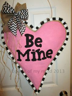 Valentine Day Burlap Door Hanger Really Big Heart by nursejeanneg Valentines Art, Valentine Day Wreaths, Valentine Decorations, Valentine Ideas, Burlap Projects, Burlap Crafts, Wood Crafts, Diy Projects, Burlap Flag