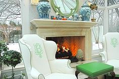 This wonderful color and Chinoiserie filled home on the North Shore of Chicago (where I was raised) by Ruthie Sommers was featured in Town . Elegant Home Decor, Elegant Homes, Unique House Design, Chinoiserie Chic, Home Decor Styles, Decor Interior Design, Design Trends, Sweet Home, Monograms