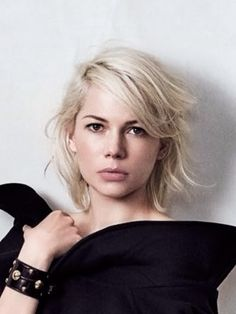Major hairspiration from Michelle Williams in Louis Vuitton Good Hair Day, Great Hair, My Hairstyle, Pretty Hairstyles, Medium Hair Styles, Short Hair Styles, Pelo Pixie, Hair Today, Hair Dos