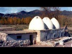 "Pocho Sosa ""Tonada de Otoño"" (Otoño en Mendoza) de Jorge Sosa y Damián Sanchez - YouTube Mendoza, Opera House, Building, Folk, Travel, Youtube, Argentina, Paths, Tourism"