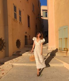 Street Style: Jeanne Damas in Summer Whites Jeanne Damas, Fashion Week, Look Fashion, Fashion Mode, Travel Fashion, Fashion Bloggers, Fashion Bags, Fall Inspiration, Style Parisienne