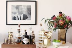 A Perfectly stocked mini bar in my living room. Just in case MadMen stop by. Diy Bar Cart, Gold Bar Cart, Bar Cart Styling, Bar Cart Decor, Bar Carts, Bar Trolley, Drinks Trolley, Drinks Tray, Bar Drinks