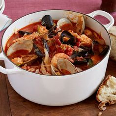 Giada De Laurentiis' Cioppino, an Italian-American fisherman's stew, is a lighter alternative to heavy holiday meals, from Everyday Italian on Food Network. Seafood Stew, Seafood Dishes, Seafood Recipes, Soup Recipes, Dinner Recipes, Cooking Recipes, Fish Recipes, Giada Recipes, Yummy Recipes