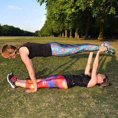 Copé founders Caroline & Sophie goofing around in Hyde Park earlier this week, remember: It's better to sweat together!! We can't wait for tomorrow's bootcamp with our lovely Copé Pack!!  #bootcamp #happiness #workout #park #motivation #fitness #hiit #fit #hydepark #getfit #fitspo #yoga #fitfam #fitgirls #eatclean #sunday #zaraterez #mydailyZT #sweatinstyle @zaraterez