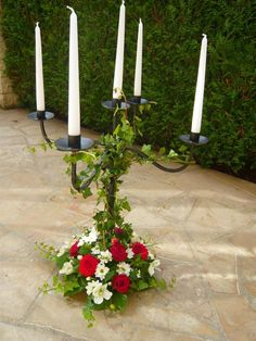 idée decoration de chandeliers mariage MAIS chandelier blanc et fleurs blanc/rose