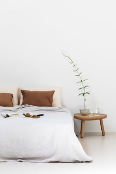 Find out why modern bedroom design is the way to go! Cosy bedroom designs that will last you all year long.