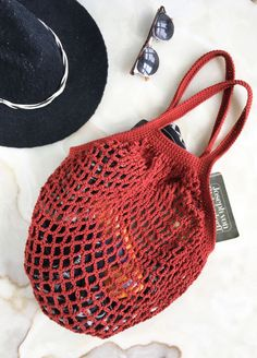 The perfect complement for summer.Edda Bag is designed in collaboration with it's a daily bag that combines style and confort.The kit contains:* 2 skeins of The Pima Cotton from We Are Knit Crochet Market Bag, Crochet Tote, Free Crochet, Knit Crochet, Knitting Patterns Free, Crochet Patterns, Bag Pattern Free, Crochet Accessories, Crochet Projects