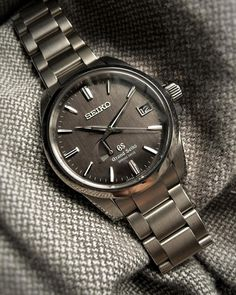 A Seiko Watch Speaks To Both Quality And Technology Breitling Watches, Rolex Watches For Men, Luxury Watches For Men, Stylish Watches, Cool Watches, Seiko Presage, Seiko Men, Beautiful Watches, Fashion Watches