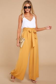 Palazzo Pants Outfit For Work. 14 Budget Palazzo Pant Outfits for Work You Should Try. Palazzo pants for fall casual and boho print. Plazzo Pants Outfit, Yellow Pants Outfit, Summer Pants Outfits, Spring Outfits, Cute Outfits, Yellow Top Outfits, Wide Leg Pants Outfit Summer, Loose Pants Outfit, Yellow Shoes