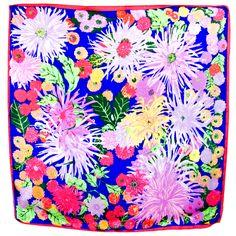 Carré de soie foulard bleu grandes fleurs 85 x 85 cm - Foulard/Foulard soie carré - Mes Echarpes http://www.mesecharpes.com/foulard/foulard-soie-carre/carre-de-soie-foulard-bleu-grandes-fleurs-85-x-85-cm-1.html