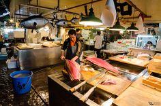 https://flic.kr/p/BSp3BR | Tsukiji Market | Vendedor fileteando enormes atúnes en el Mercado de peces Tsukiji, Tokyo, Japón.  ----------------------------------------  A man is cutting huge tuna fish at Tsukiji Market, Tokyo, Japan,   ================================================= follow me: Flickr | Google+ | Twitter | 500px | Facebook =================================================  Contract me through www.picardo.photography or picardo.photography@gmail.com  (D7K_6594.jpg)
