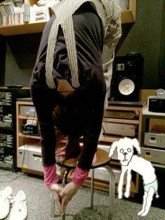 aiko official @aiko_dochibi  5月13日 ヘッダーをお稲荷さんにしましたd(゚ε゚*) これ、わてが作ったんやで。 そして写真は昨日のスタジオでやった 立位体前屈23センチやったで! pic.twitter.com/5dTUEzTABQ