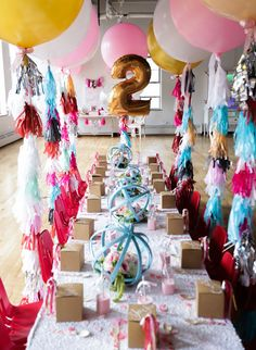 love the balloons with streamers.  Favorite Things Birthday     TheCakeBlog.com