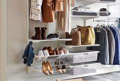 Porte-chaussures et étagères fil Elfa dans système suspendu pour l'entrée