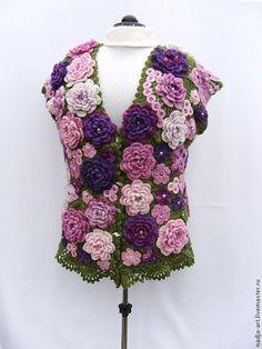 Купить Теплый Вязаный Крючком Жилет Сиреневые и Лиловые Цветы Зеленые Листья