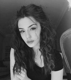 Cute Girl Face, Cute Girl Photo, Girl Photo Poses, Girl Photography Poses, Girl Photos, Beautiful Girl Makeup, Cute Beauty, Aesthetic Hair, Bad Girl Aesthetic