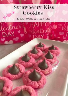Strawberry Kiss Cookies ~ Made With A Cake Mix! – Saving You Dinero Here is a fun recipe you can make for Valentines Day! Kiss cookies aren't just for Christmas. You can make these Strawberry Kiss Cookies with a cake mix! Valentine Desserts, Valentines Day Desserts, Valentine Cookies, Valentine Stuff, Easter Cookies, Birthday Cookies, Valentine Crafts, Crinkle Cookies, Kiss Cookies