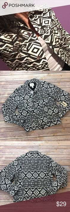 "❗3 for $20❗NWT Forever21 Aztec Print Denim Jacket NWT Forever 21 Aztec Print Denim Jacket made of 100% cotton. Measures pit to pit 19""/ length 21"". Forever 21 Jackets & Coats"