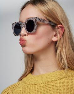 Sonnenbrille in Marmoroptik - Sonnenbrille - Accessoires - Damen - PULL&BEAR Deutschland