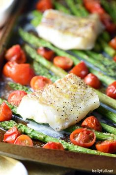 This Sheet Pan Cod with Asparagus and Cherry Tomatoes is beautiful healthy and delicious. Plus a super quick weeknight dinner with easy clean-up! Baked Cod Recipes, Fish Recipes, Seafood Recipes, Cooking Recipes, Healthy Recipes, Diabetic Recipes, Keto Recipes, Baked Asparagus, Stuffed Peppers