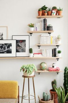 TIPTOE Wall Bracket - Create Unique Shelving Units with our wall brackets. Pick your own color among our selection!