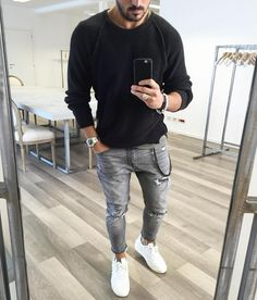 How to Wear Grey Jeans For Men looks & outfits) Man Street Style, Men Street, Simple Outfits, Casual Outfits, Stylish Men, Men Casual, Look Fashion, Mens Fashion, Fashion Sale