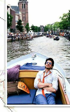SRK during the shooting of Jab Harry met Sejal Bollywood Couples, Bollywood Actors, Bollywood Fashion, Srk Movies, Shah Rukh Khan Movies, Sr K, Movie Lines, King Of Hearts, Raining Men