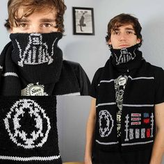 My knitted Darth Vader scarf. A must knit for all Star Wars fans out there! Episode 7 is coming! Click to get the patterns!