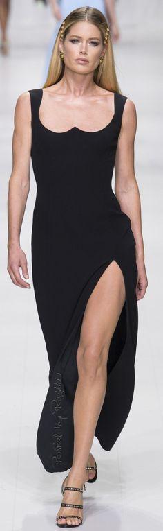 Regilla ⚜ Versace, RTW Spring 2018 Haute Couture, Prêt À Porter, Mode De 6340729d86e