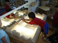 Leuchtk bel sandwanne und leuchttisch in einem von for Angebote fur krippenkinder