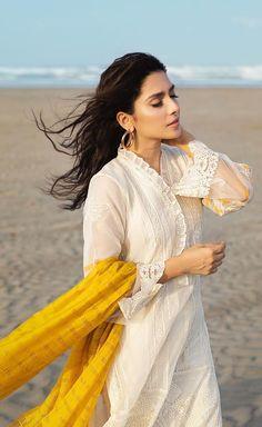 Pakistani Designer Suits, Pakistani Dress Design, Pakistani Girl, Pakistani Actress, Pakistan Fashion, India Fashion, Indian Photoshoot, Pakistani Dresses Casual, Casual Dresses