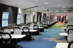 Here is how you separate space without using walls. The University of Western Australia uses Interface carpet tiles to create a rainbow inspired floor design with free-flowing movement to bring energy, life and colour to an educational environment. Floor desings for computer rooms/labs and testing areas. #UWA #design #learning