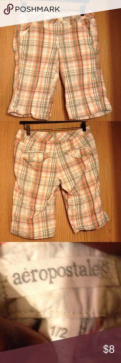 🦃🦃Aeropostale Short🦃🦃 Peachy orange, gray, & white plaid shorts Aeropostale Shorts Bermudas