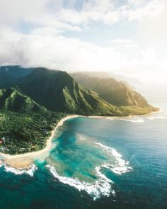 The blue seas of Hawaii are incomparable Kauai Hawaii, Hawaii Travel, Hawaii Life, Oh The Places You'll Go, Places To Travel, Travel Destinations, Places To Visit, Holiday Destinations, Voyage Hawaii