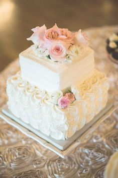 Country Wedding Cakes square white wedding cake - This beautiful soft and sweet pink wedding serves as a reminder that change can indeed be a wonderful thing. Full story plus a happy ending here! Square Wedding Cakes, Small Wedding Cakes, Wedding Cake Roses, White Wedding Cakes, Wedding Cake Designs, Wedding Cupcakes, Square Cakes, Wedding White, Trendy Wedding