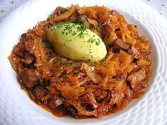 Bigos - polnisches Nationalgericht. Dabei handelt es sich um einen köstlichen Krauteintopf aus gedünstetem Sauerkraut, Unbedingt probieren!