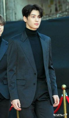 cha eun woo with suit Asian Actors, Korean Actors, Asian Boys, Asian Men, F4 Boys Over Flowers, Cha Eunwoo Astro, Lee Dong Min, Asia Artist Awards, Kdrama Actors