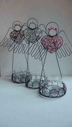 andílkový svícen svícen ve tvaru andílka,barva-růžová,bílá,fialová,výška stejná jako předchozí svícny,