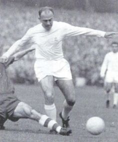 Alfredo Di Stéfano, Real Madrid                                                                                                                                                      Más First Football, Football Hall Of Fame, Football Love, Best Football Team, Football Design, World Football, Soccer World, Vintage Football, School Football
