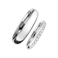 Eheringe: ein schlichtes Ringmodell für den Mann kombiniert mit einem glamourösen Memoire Ring für die Frau