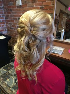 Wedding hair braided flowers lovely bridal updo half up half down rose gold hair piece curled. wedding hair half up half down straight . half updo for the Mother Of The Groom Hairstyles, Mother Of The Bride Hair, Wedding Hairstyles For Medium Hair, Mom Hairstyles, Formal Hairstyles, Amazing Hairstyles, Hairdos, Black Women Hairstyles, Hairstyle Ideas