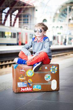 Leuk ideetje om fotoreportage bij de treinen te doen zoals bij Arno's eerste communie, maar dan andere insteek :-)