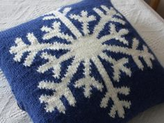 Snowflake cushion
