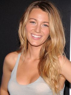 Blake Lively in Still married to her Husband Ryan Reynolds? Does Blake Lively have tattoos? Blake Lively Haar, Blake Lively Nose, Blake Lively No Makeup, Blake Lively Hair Color, Gossip Girl, Blonde Hair At Home, Hair Cute, Beachy Hair, Beachy Makeup